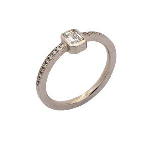 Verlobungsring Platin, Diamant emerald cut
